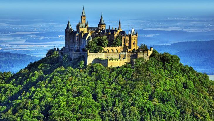 Фото на аву замок в горах