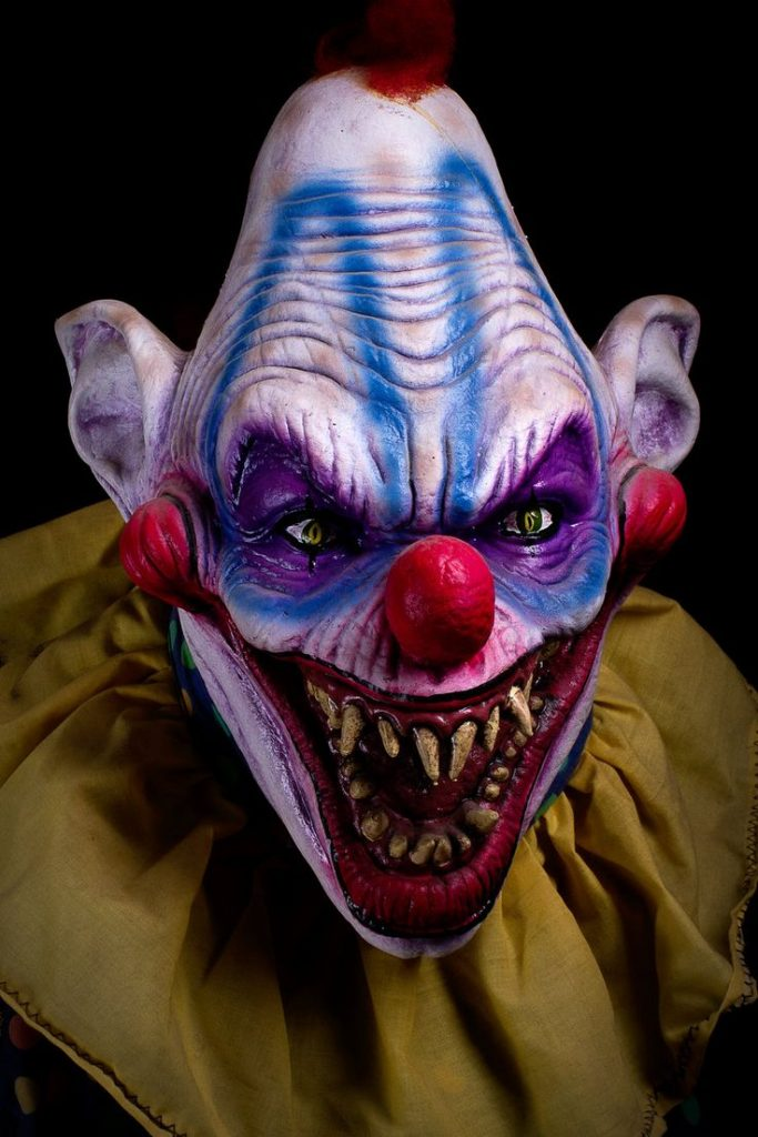 Картинка со страшным клоуном