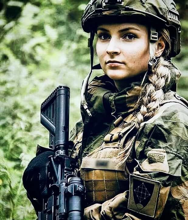 Военные девушки россии картинки